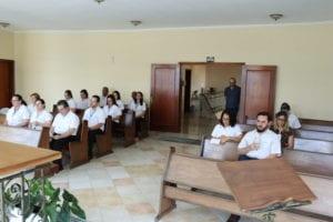 Funcionários e colaboradores da Cúria Diocesana estão reunidos na Capela Cristo Rei.